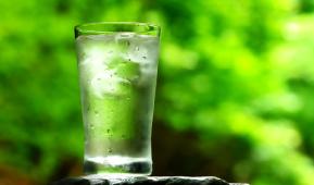 天然水イメージグラス