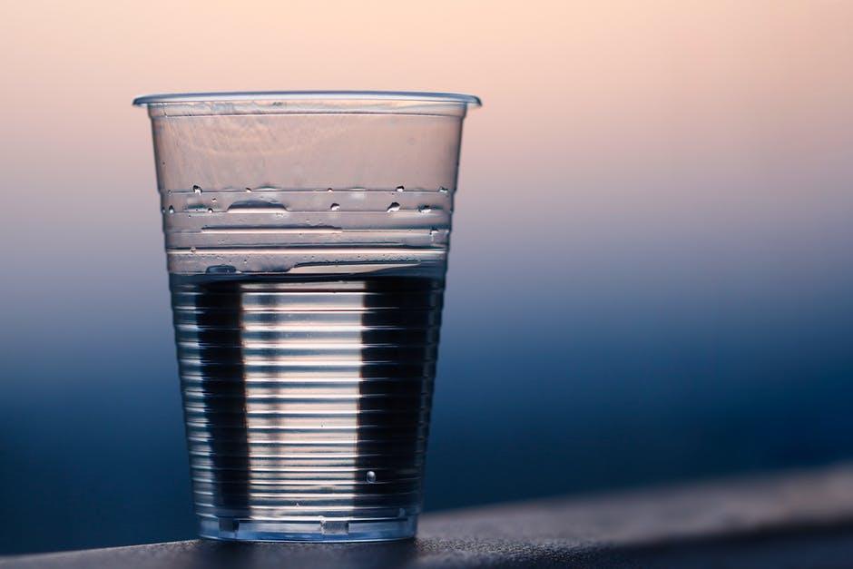 天然水プラスチックコップ