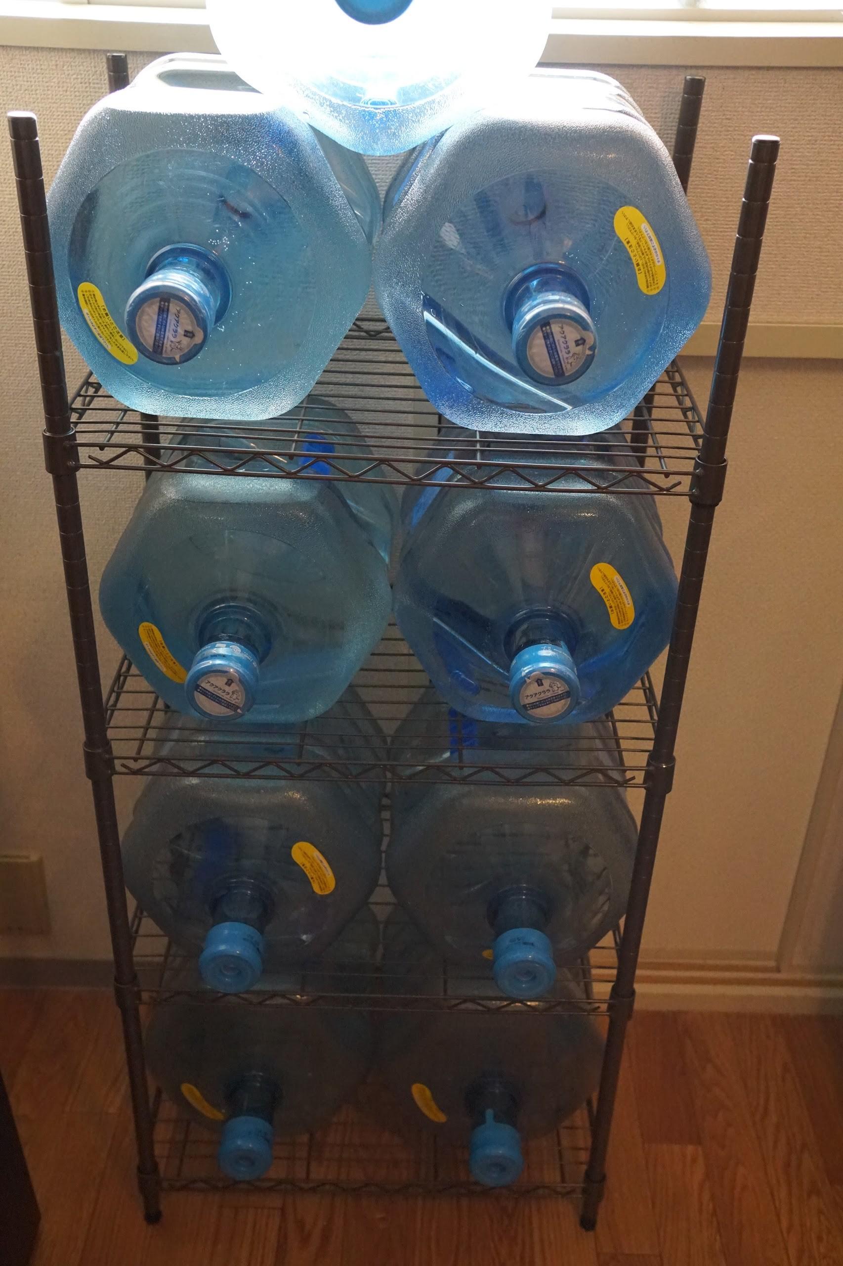 お水ボトルアルミラック収納