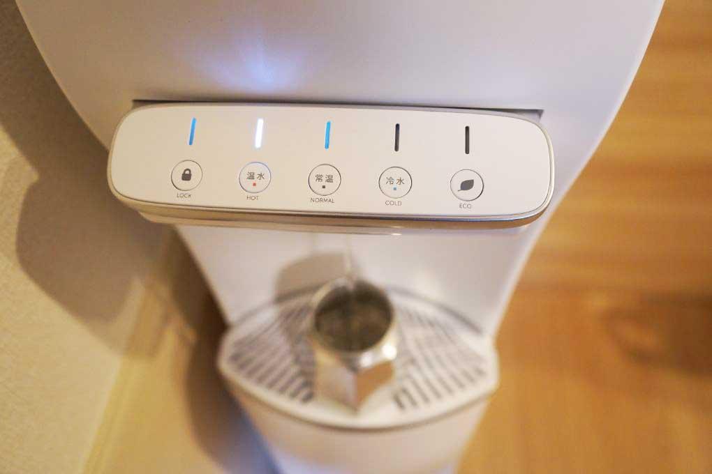 ハミングウォーターで熱湯を入れる